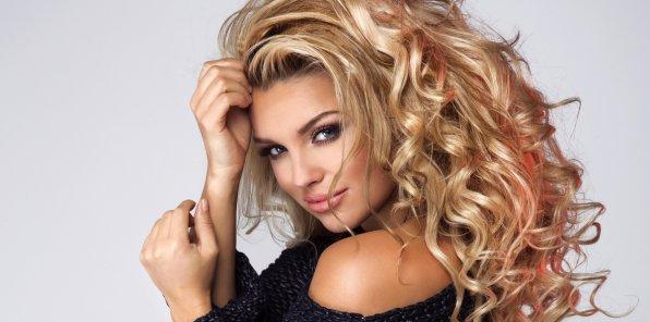 Скидки до 70% на услуги для волос в салоне TOP Secret