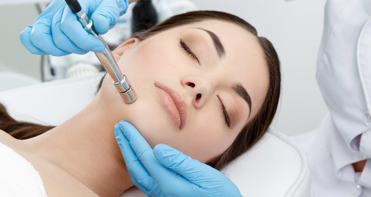 Скидки до 67% на косметологию в салоне красоты «Каштан»