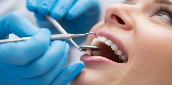 Скидки до 50% от стоматологии «Фабрика улыбок»