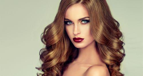 Скидки до 57% на услуги для волос в студии «Оазис»