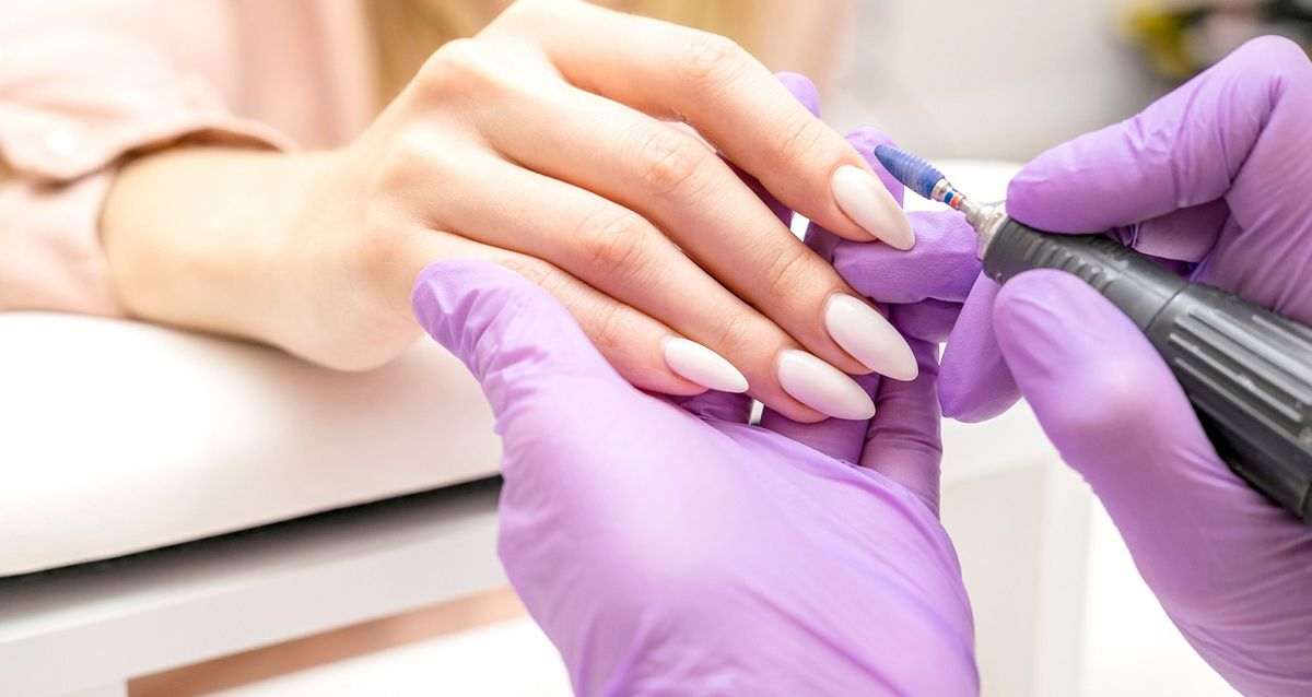 Почему гель-лак плохо держится на ногтях: 5 причин