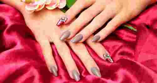 Скидки до 63% на уход за ногтями в 2-х салонах «Марафет»