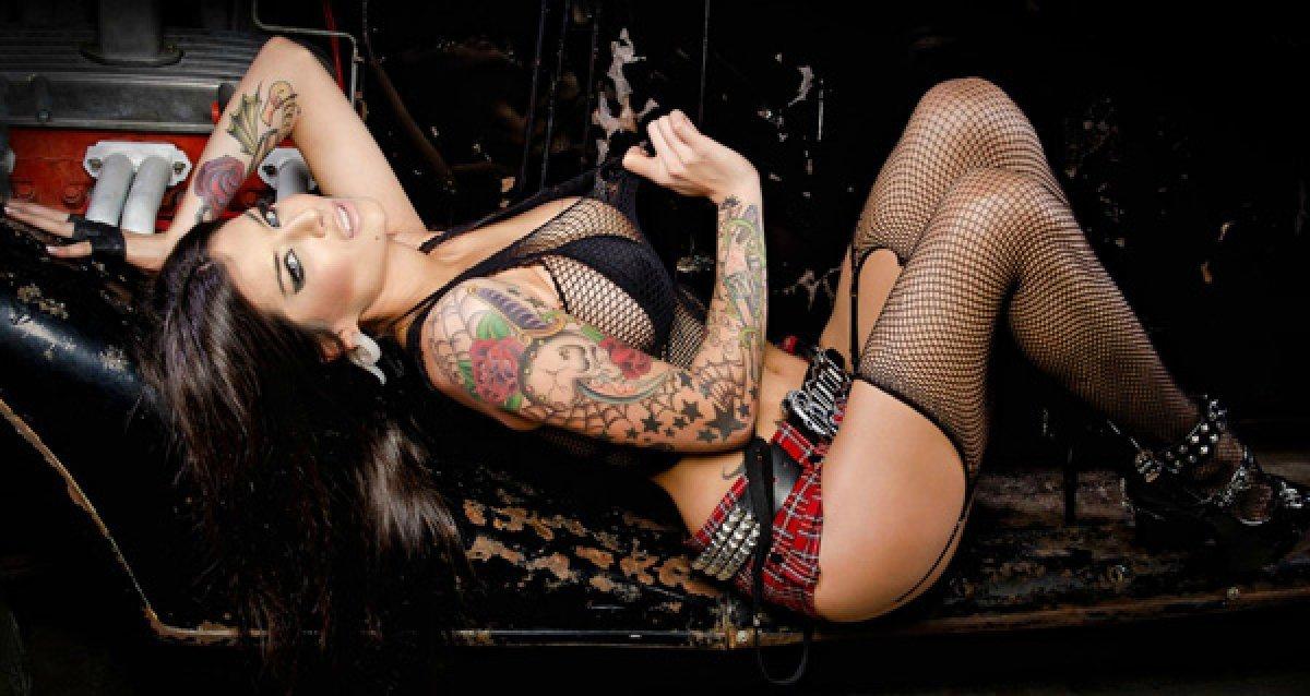 Сексоргии с татуированными женщинами