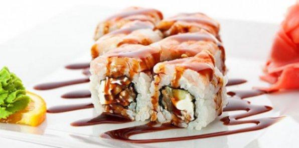Вкуснейшие суши и роллы уже спешат к вам! Скидка 65% на заказ любых блюд японской кухни + ролл в подарок!
