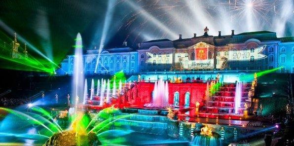 Не пропустите праздник закрытия фонтанов в Петергофе! Всего 450 р. за билет на экскурсию + зрелищное шоу