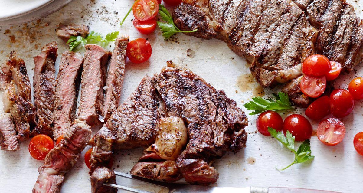 мясо и помидоры черри