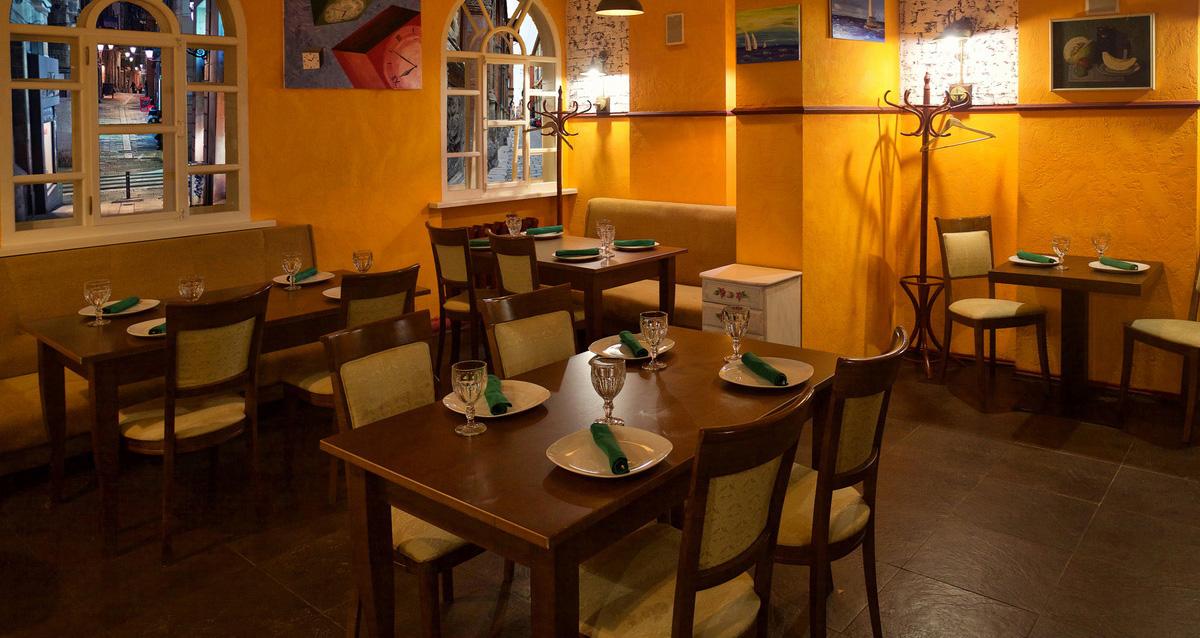 интерьер кафе-бара «Пиатто»