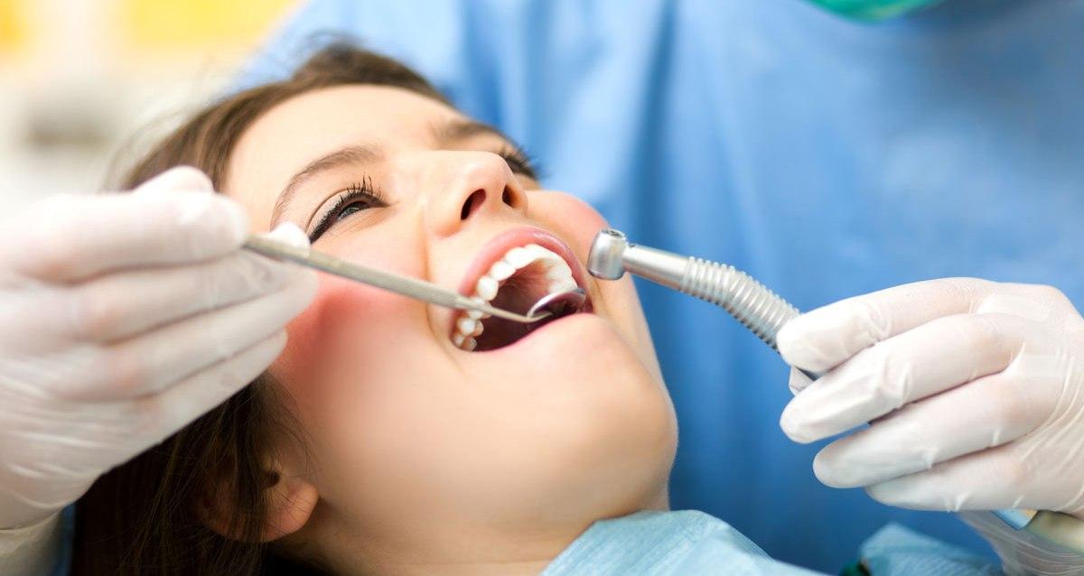 лечение зубов в москве