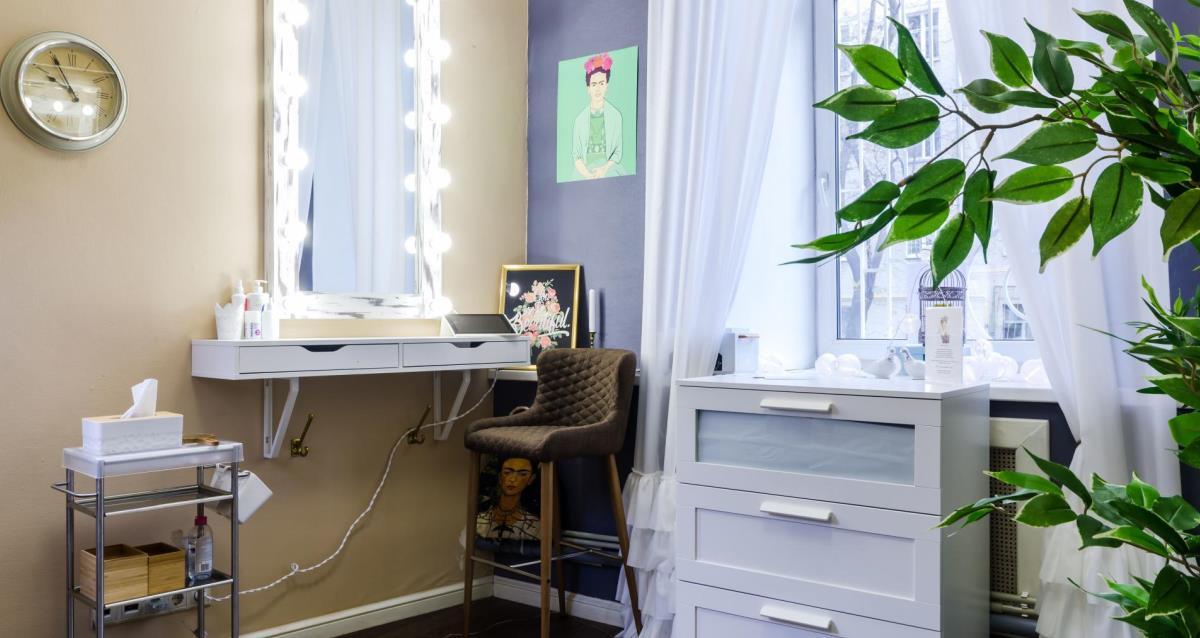 интерьер студии красоты «Голубка»